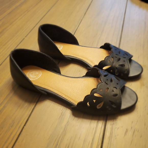 SO Shoes - SO | Black Flats with Cutouts